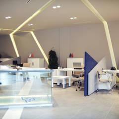 HePe Design interiors – Bilge İnox Showroom:  tarz Ofisler ve Mağazalar