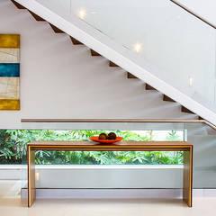 Hall : Escadas  por Projeto 883