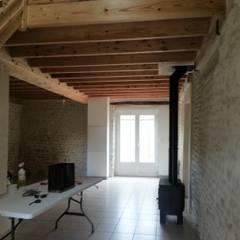 Etampes: Couloir et hall d'entrée de style  par Agence Inside DECO
