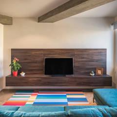 : Salas / recibidores de estilo moderno por Design Group Latinamerica