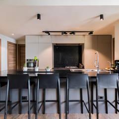 : Cocinas equipadas de estilo  por Design Group Latinamerica