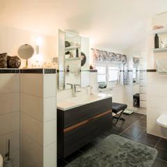 NEO 311 - Neue Ideen für Ihr Zuhause: klassische Badezimmer von FingerHaus GmbH