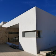 Fachada lateral de la casa: Casas unifamilares de estilo  de linkehome arquitectura