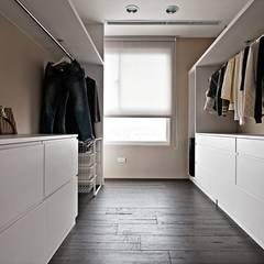 用色彩說故事:一個人的豪宅新生活:  更衣室 by 禾光室內裝修設計 ─ Her Guang Design