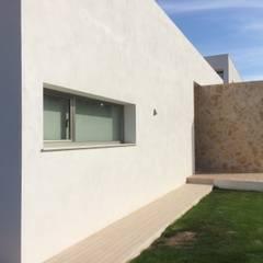 Fachada principal: Casas unifamilares de estilo  de linkehome arquitectura