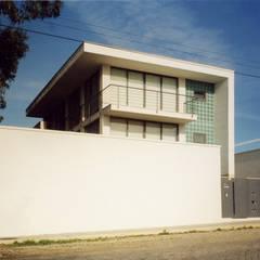 Moradia em Miramar, Vila Nova de Gaia por José Melo Ferreira, Arquitecto Moderno Betão armado
