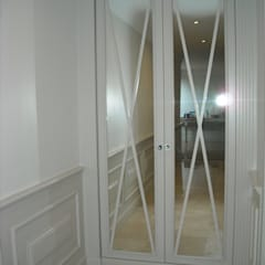 Pasillos, vestíbulos y escaleras de estilo ecléctico de CKW Lifestyle Associates PTY Ltd Ecléctico Madera Acabado en madera