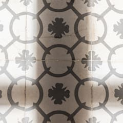 Un piso rumbero en el Raval: Suelos de estilo  de Silvia R. Mallafré