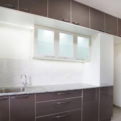 Subhra and Bharta's apartment in MJR Pearl,Kadugudi,Bangalore: modern Kitchen by Asense