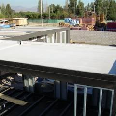 Planchas de Fibrocemento para conformar la estructura de estas casas modulares : Casas prefabricadas de estilo  por Constructora Las Américas S.A.