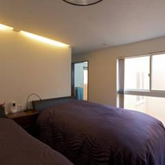 主寝室: 余田正徳/株式会社YODAアーキテクツが手掛けた寝室です。