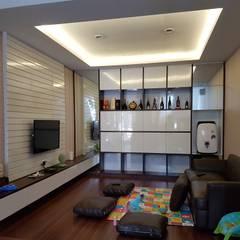 Living Room Green Lake City: Ruang Keluarga oleh Gaiyuu Jaya Abadi,