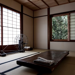山陵の家: 中山建築設計事務所が手掛けた和室です。