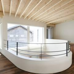 集光の家: 富谷洋介建築設計が手掛けた廊下 & 玄関です。