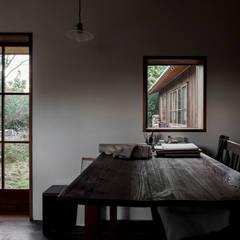 山陵の家: 中山建築設計事務所が手掛けた書斎です。