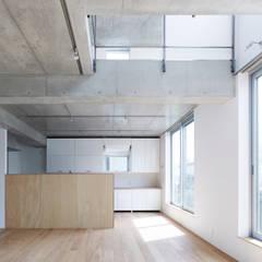 柿の木坂の住宅: 有限会社コンパクツ一級建築士事務所が手掛けた二世帯住宅です。