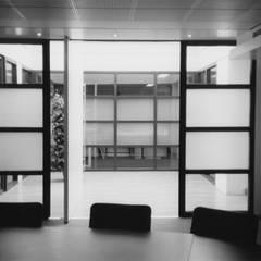 Herbestemming loods tot kantoorpand:  Kantoorgebouwen door Verheij Architecten