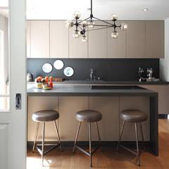 Küchendesign - Innenarchitekten Berlin:  Küchenzeile von Fine Rooms Design Konzepte GmbH