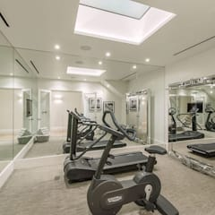 Basement - Gym Conversion: modern Gym by SJ Construction London