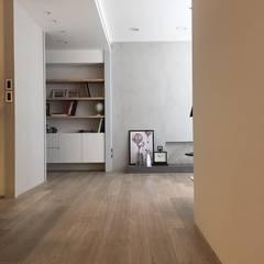 Flur & Diele von Fertility Design 豐聚空間設計, Modern