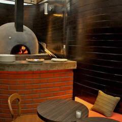 DISEÑO DE RESTAURANTES Horno de pizza Gdl, Jal, Mex.: Restaurantes de estilo  por B&Ö Arquitectura interior y muebles | Diseño de bares y restaurantes / Interiorismo y Decoración México.