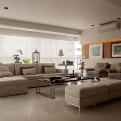 Apartamento - Campo Belo - SP - BR: Salas de estar  por Scopo Arquitetura e Interiores