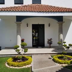PORTICO: Casas unifamiliares de estilo  por Elementos Diseño & Arquitectura