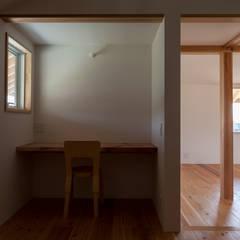 斑鳩の家: 中山建築設計事務所が手掛けた書斎です。