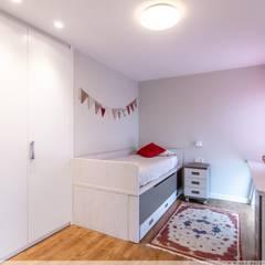 Reforma Integral de Vivienda: Habitaciones de niños de estilo  de TALLER VERTICAL Arquitectura + Interiorismo