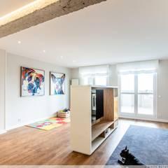 家庭劇院 by TALLER VERTICAL Arquitectura + Interiorismo