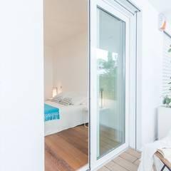 Home Staging per la vendita a Milano Marittima: Finestre in stile  di Anna Leone Architetto Home Stager