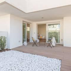 حیاط by Anna Leone Architetto Home Stager
