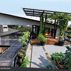 Rumah Beranda - Green Boarding House:  Pondok taman by sigit.kusumawijaya | architect & urbandesigner