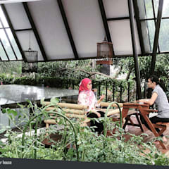Rumah Kebun Mandiri Pangan (Food Self-Sufficiency House):  Pondok taman by sigit.kusumawijaya | architect & urbandesigner