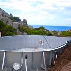 dettaglio esecutivo piscina vista mare: Piscina in stile  di Alfredo Pulcrano