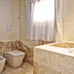 Bathroom by Alfredo Pulcrano, Mediterranean