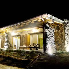 Casas de campo de estilo  por Alfredo Pulcrano