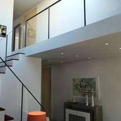 Remodelação de apartamento Vila Nova de Gaia Corredores, halls e escadas modernos por PROJETARQ Moderno
