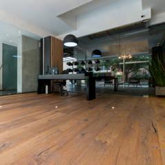 Lobby edificio F93 en Bogota: Espacios comerciales de estilo  por Pisos Millenium