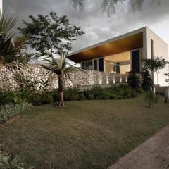 Casas unifamiliares de estilo  por Olaa Arquitetos,