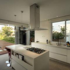 Keukenblokken door Olaa Arquitetos