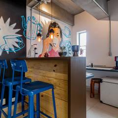 Café : Escritórios  por Ornella Lenci Arquitetura