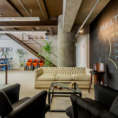 Estar: Escritórios  por Ornella Lenci Arquitetura