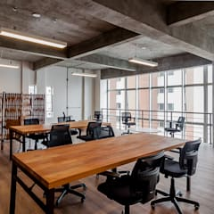 Espaço Coworking: Escritórios  por Ornella Lenci Arquitetura