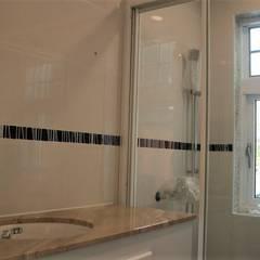 【客製化】層次高屋頂造型-3大房2廳2衛浴:  浴室 by 築地岩移動宅
