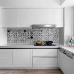 英倫小情人:  廚房 by 知域設計