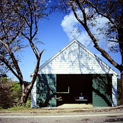 Porte da garage in stile  di ミナトデザイン1級建築士事務所