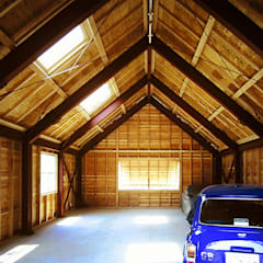 Garajes prefabricados de estilo  por ミナトデザイン1級建築士事務所