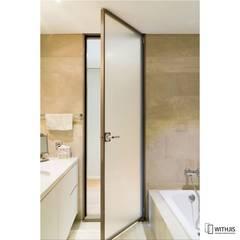 욕실도어 솔루션 방배동 빌라, 카일룸: WITHJIS(위드지스)의  문