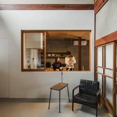 shimotoyama-house-renovation: ALTS DESIGN OFFICEが手掛けたキッチンです。,クラシック